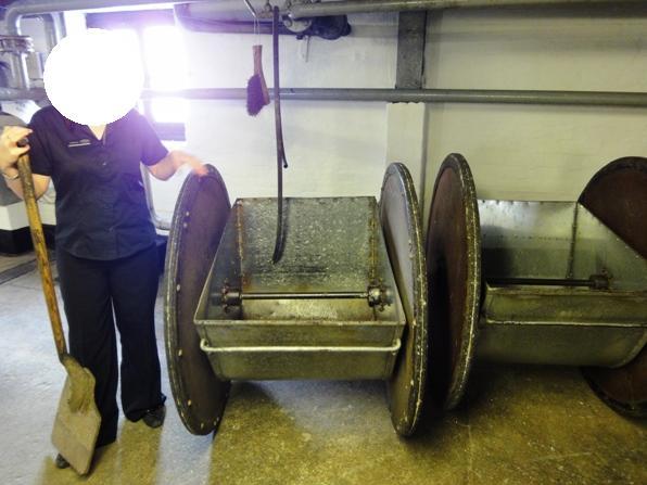 モルトを運ぶ二輪車