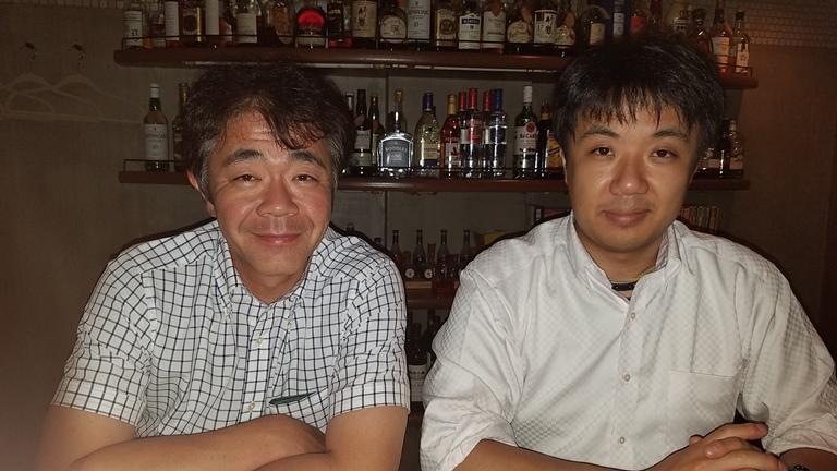 ベンチャーウイスキー(秩父蒸留所) 社長の肥土伊知郎氏と店主 下野